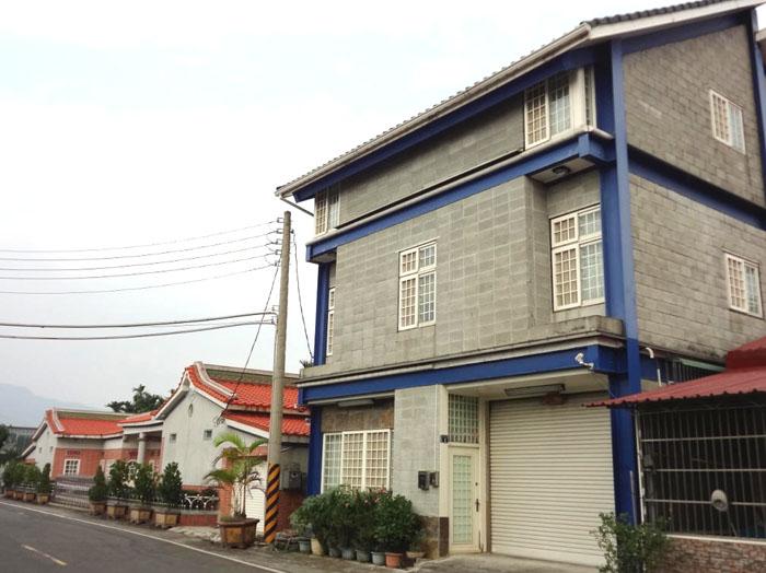 美濃區現代街屋與傳統客家建築兼容。(圖∕高雄市政府工務局 提供)