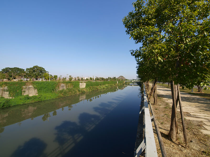 鳳山溪是貫穿鳳山區南北端的主要河流。(圖∕張簡英豪 攝)