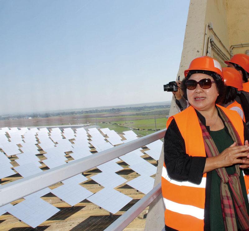 參訪歐洲最大光電廠 Mayor Chen's visit to Europe's largest solar plant, Abengoa Solucar