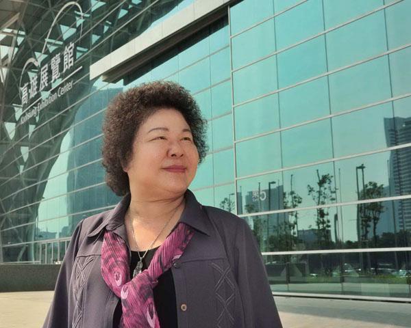 陳菊市長巡視高雄展覽館 Mayor Chen Chu inspects the center.