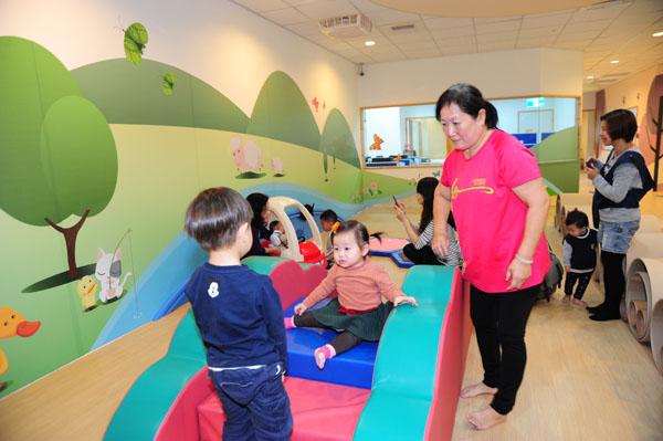 兒童遊戲館內有豐富的育兒設施。(圖∕鮑忠暉 攝)