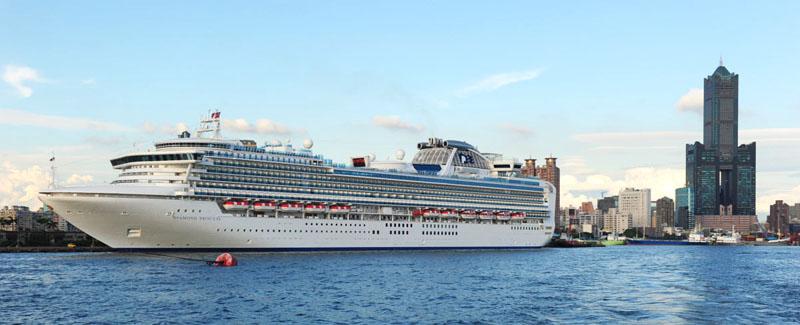 國際豪華郵輪停靠高雄港的數量近年快速增加。(圖∕鮑忠暉 攝)