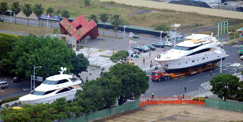 國際遊艇展進場布置陸上行舟場面浩大。(圖∕張忠義 攝)