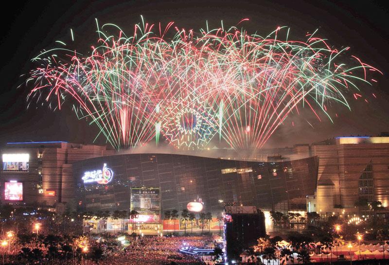 夢時代煙火表演 Fireworks at Kaohsiung's Dream Mall