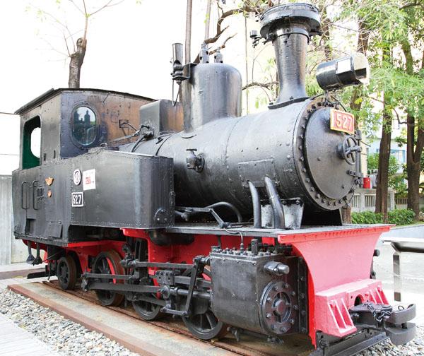 火車頭見證了陳家糖業發展 The on-site steam locomotive is a relic of the family's role in the sugar business.