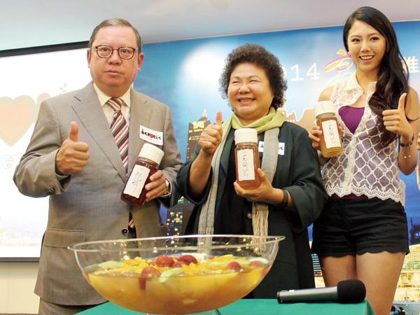 陳菊市長(中間者)出席2014香港國際旅展。 Mayor Chen Chu (center) at Hong Kong's 2014 International Travel Expo
