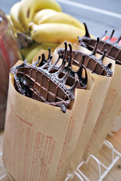 剛出爐的香蕉煎餅 Finished banana waffles