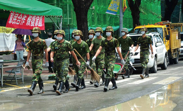 國軍投入超過一萬二千人次人力協助救災及復原。Over 12,000 military personnel were deployed to restore basic services.