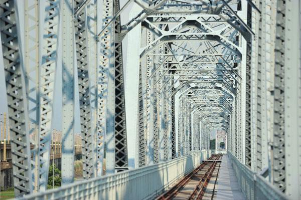 今年是舊鐵橋通車100週年 This year is the 100th anniversary of the bridge's completion.