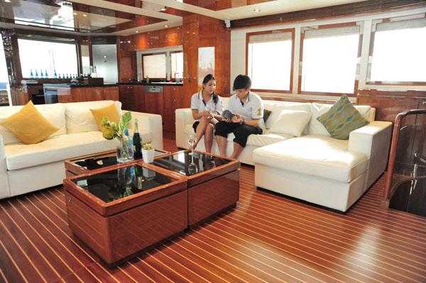 舒適的客廳空間 Yacht's comfortable living quarters