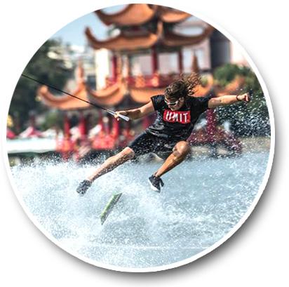 蓮池潭滑水主題樂園的設立,讓市民能就近體驗滑水樂趣。(圖/蓮潭滑水主題樂園 Lotus Wake Park 提供)
