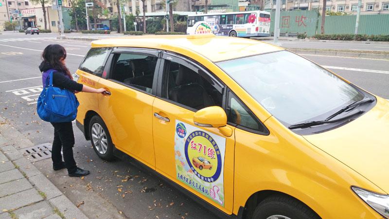 交通局首創全國以計程車代替離峰時間的偏鄉公車服務。(圖∕高雄市政府交通局 提供)
