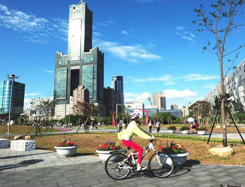 新光公園面積約2.3公頃,改造後蛻變為亞洲新灣區的休憩新天地。(圖/鮑忠暉 攝)