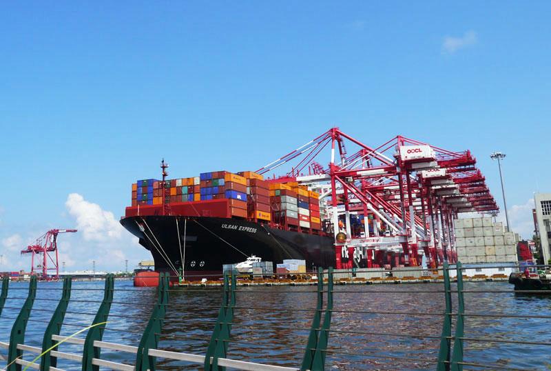 前鎮漁港是高雄唯一第一類漁港,規模廣大,可容納5,000噸以下漁船避風停靠。(圖∕李昀諭 攝)