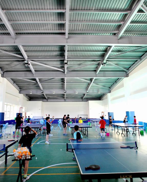 採用綠建築工法興建的校園,可讓孩童於求學過程中瞭解綠建築的功能及優點。(圖∕高雄市政府工務局新工處 提供)