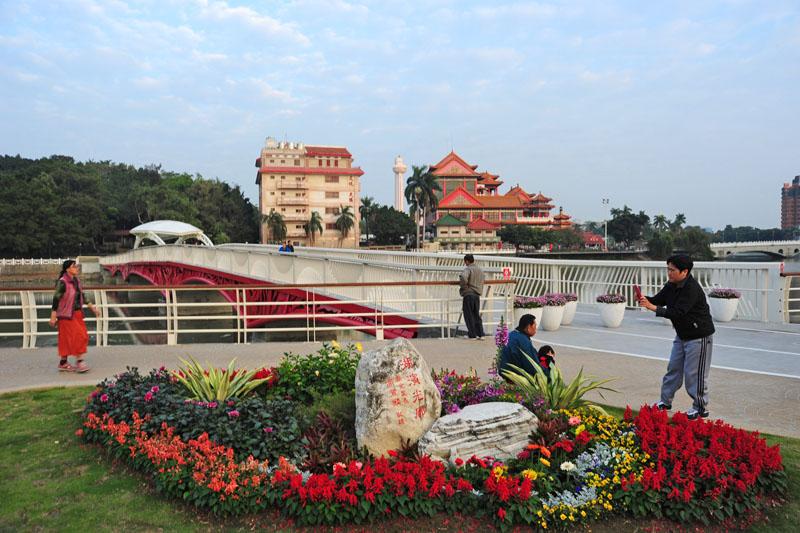 金獅湖風景區經地方與中央聯合整建,增建新橋、添設綠意,整體景觀更顯賞心悅目。(圖∕鮑忠暉 攝)