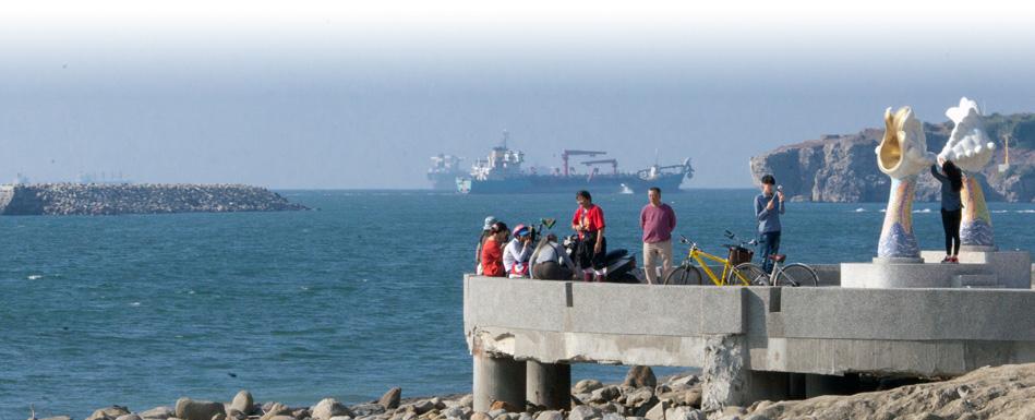 市府運用離岸潛堤與設置砌石護岸駁坎保護旗津海岸避免沖刷流失。(圖∕高志宏 攝)