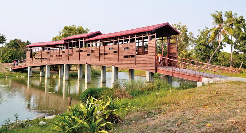 小木屋人行橋 Covered footbridge