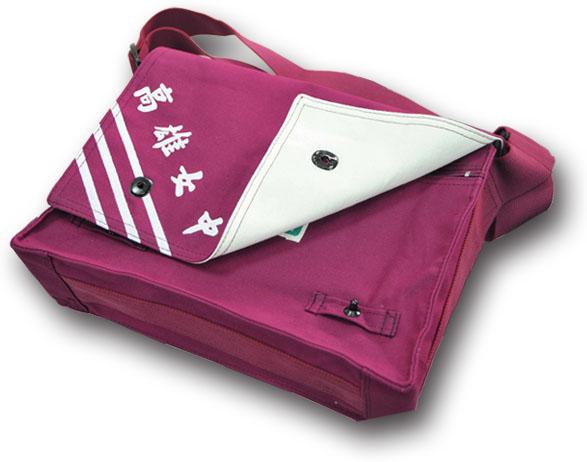耐用的棉質布書包 A durable canvas bookbag