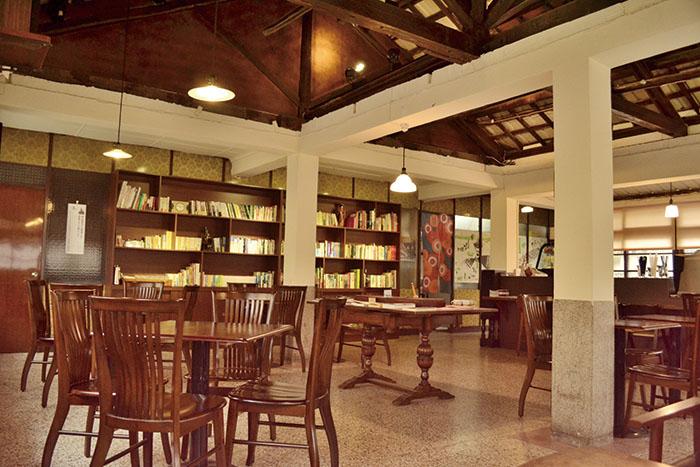 「書店喫茶。一二三亭」內部陳設Hifumitei Ryotei's charming space