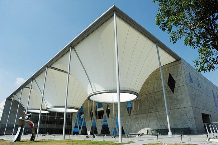 位於鳳山的大東文化藝術中心是高雄市交響樂團駐地 Kaohsiung's Symphony Orchestra is based at the Dadong Arts Center in Fongshan