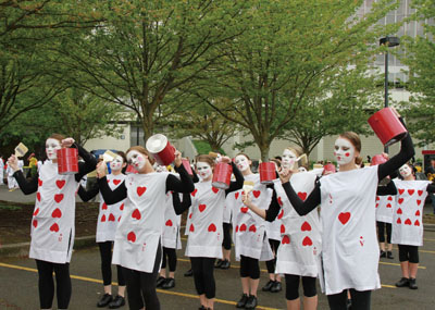 玫瑰節遊行。The Rose Festival's Grand Floral Parade
