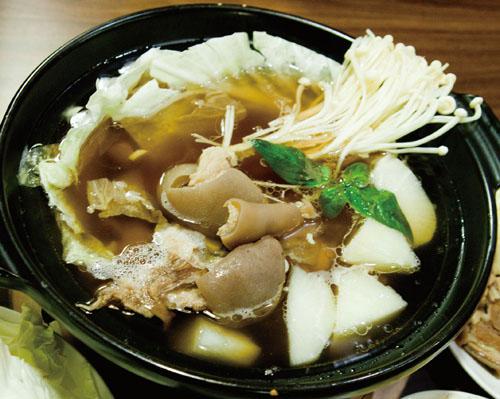岡山羊肉爐Gangshan's Mutton Hot pot.