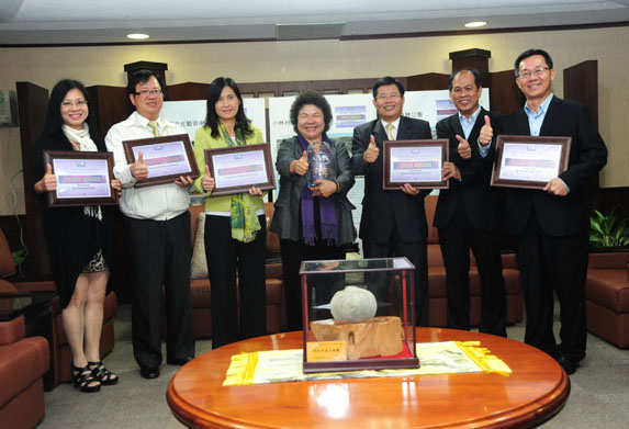 高雄市2012國際宜居城市獎拿下1金、1銀、3銅佳績。(圖/鮑忠暉 攝)