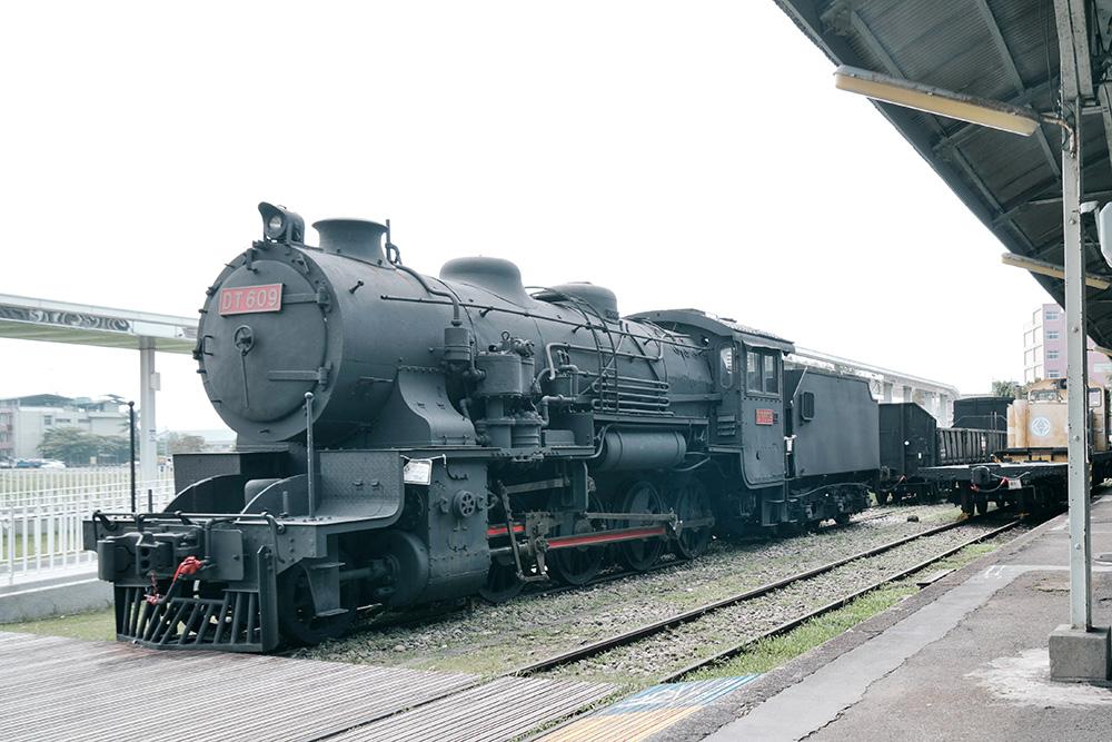 parallel railway lines