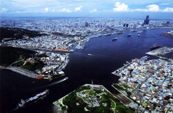 高雄港灣集結中了大型觀光與文化公共建設,陸續完工後將形成「亞洲新灣區」。(圖/高雄市政府都市發展局提供)